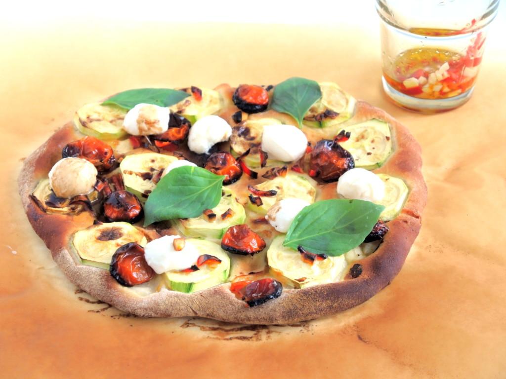 pizza z pieczonymi pomidorkami