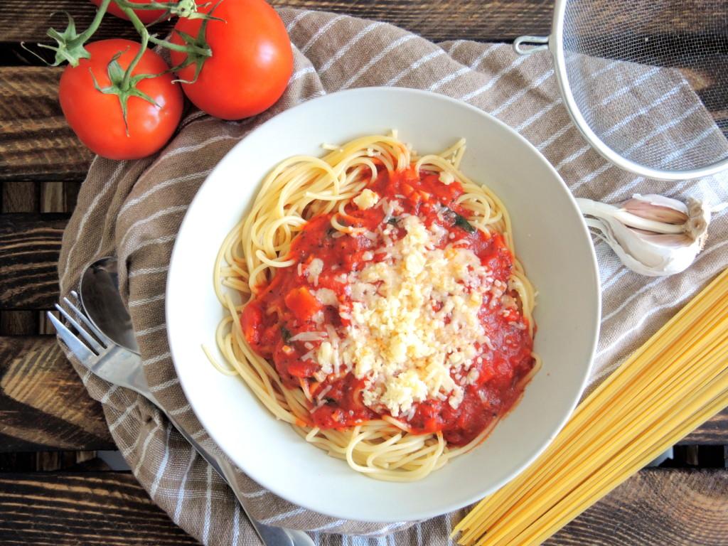 spaghetti z sosem