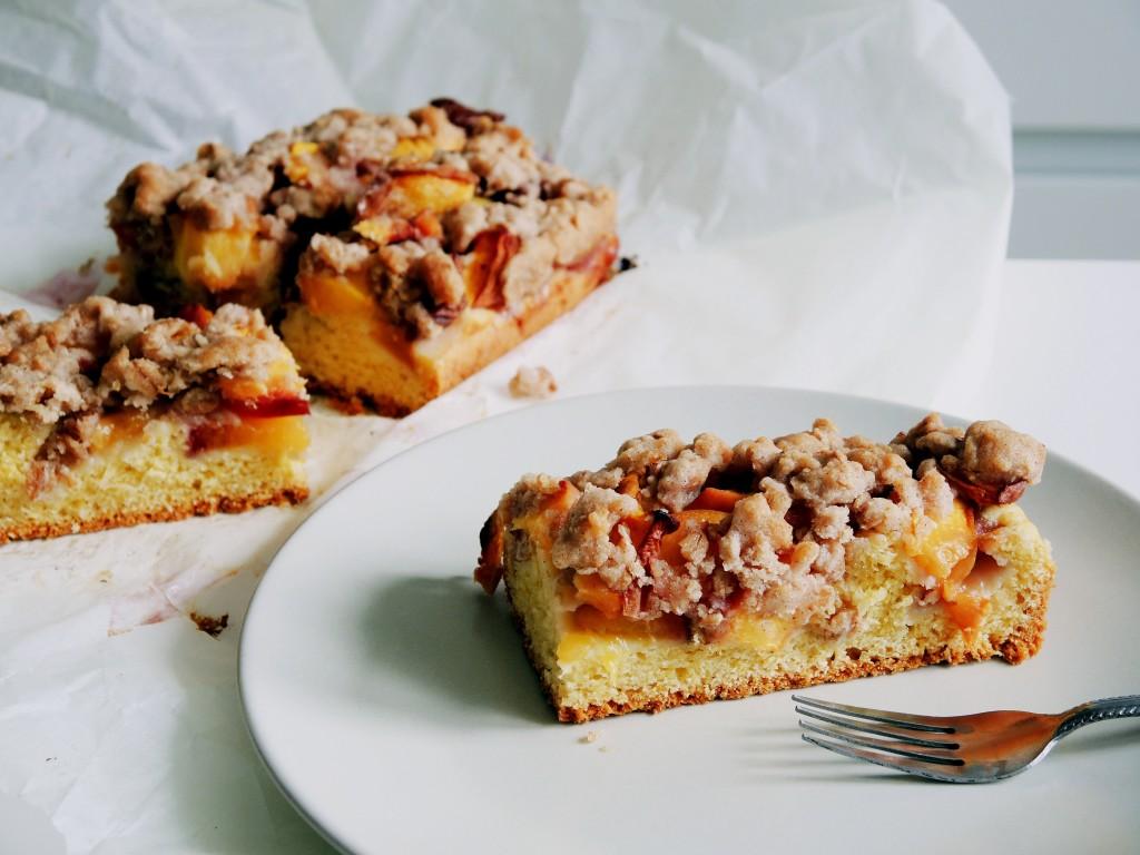 domowe ciasto z brzoskwiniami