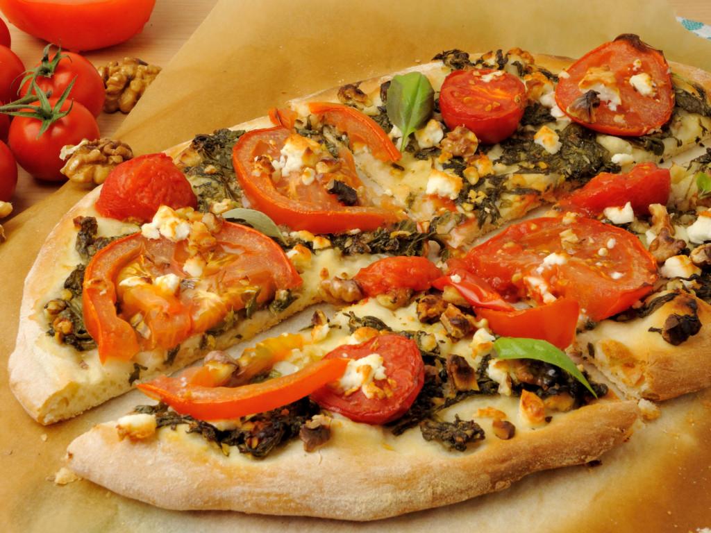 pizza z orzechowym pesto