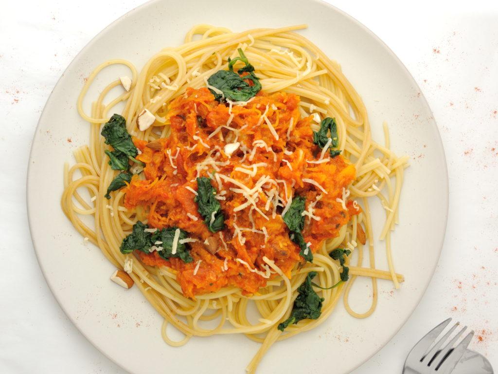 spaghetti-z-dyniowym-sosem