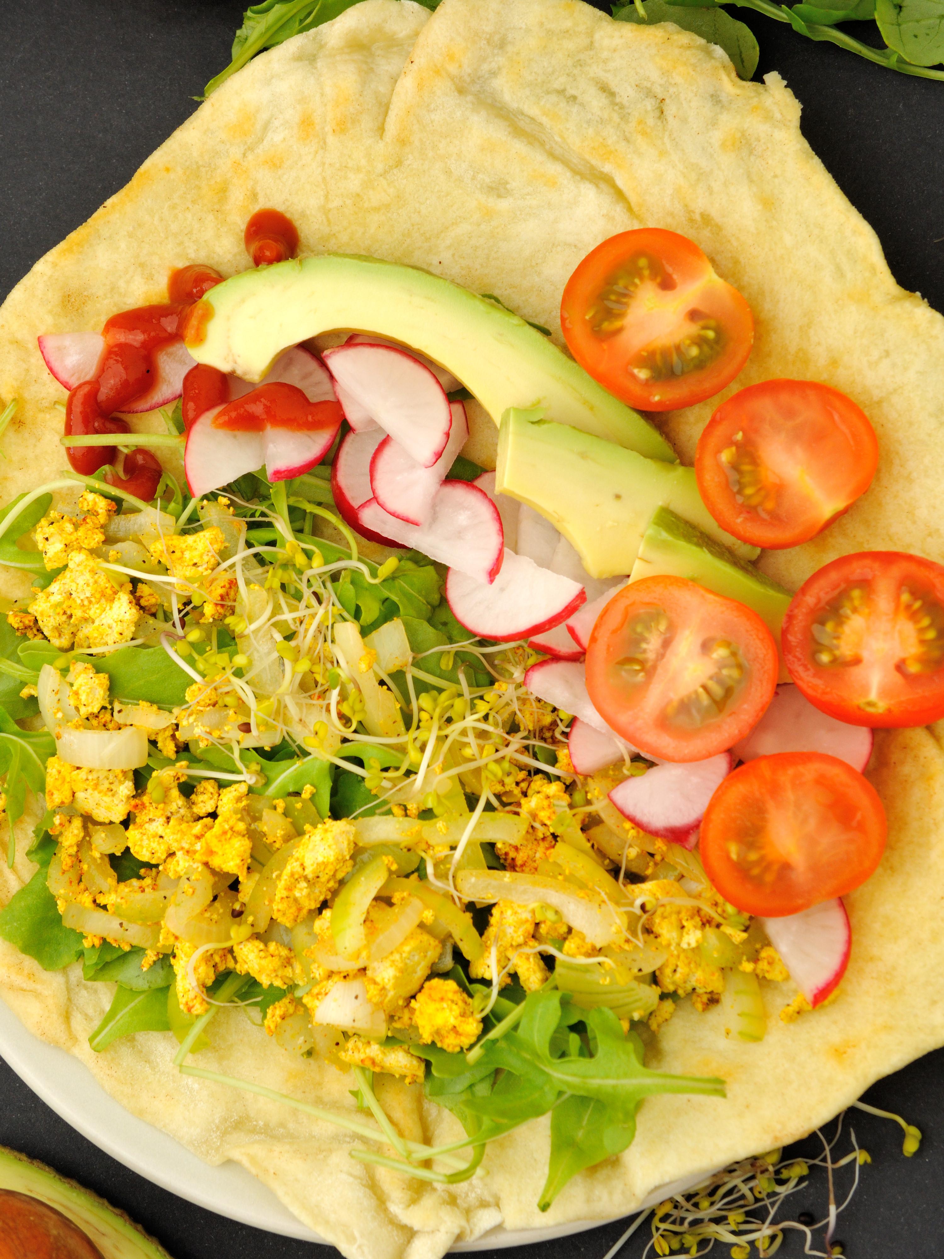 Wegańskie Śniadanie z Tortillą i Tofucznicą
