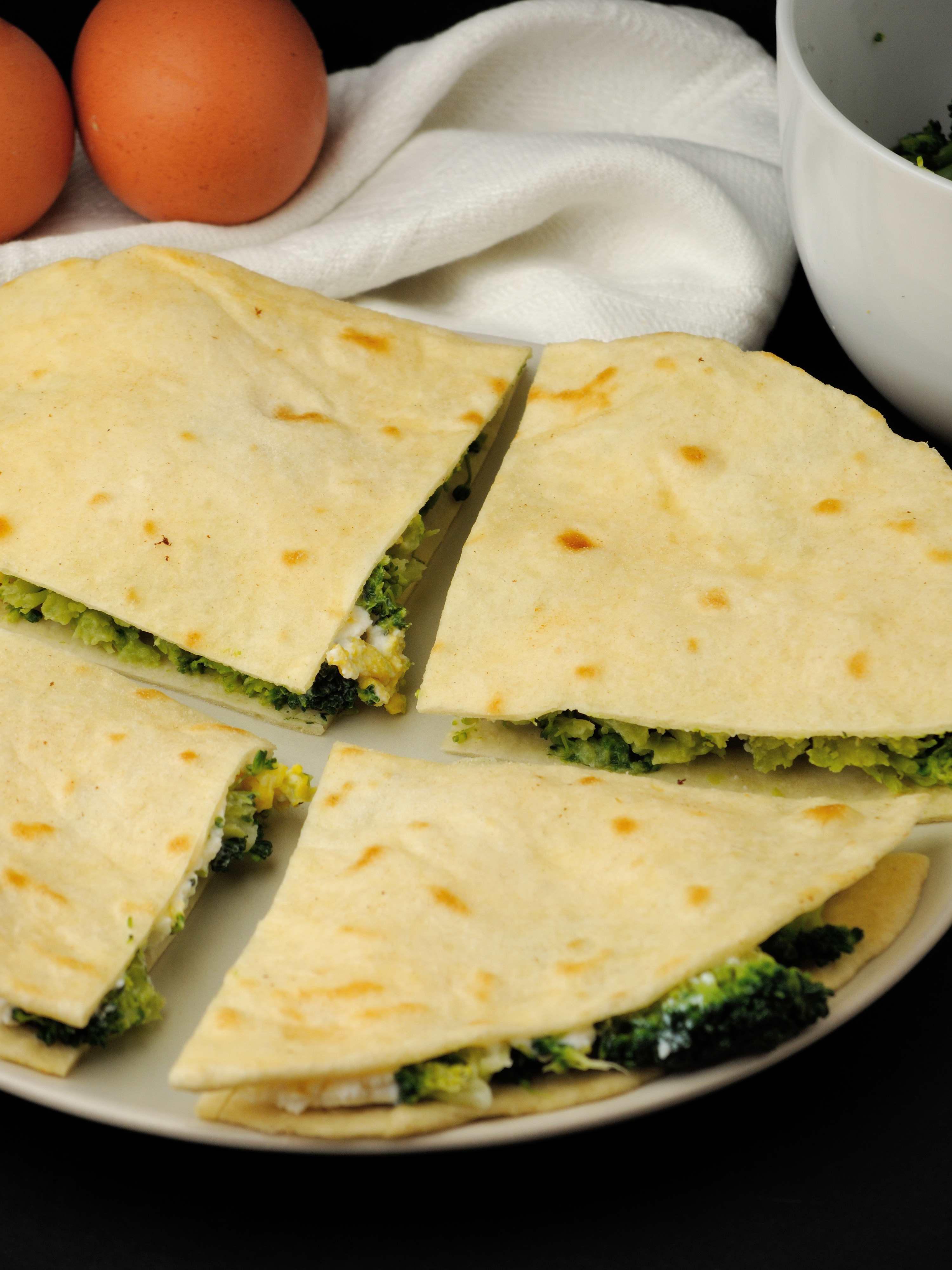 Śniadaniowe Quesadillas z Brokułami i Ricottą