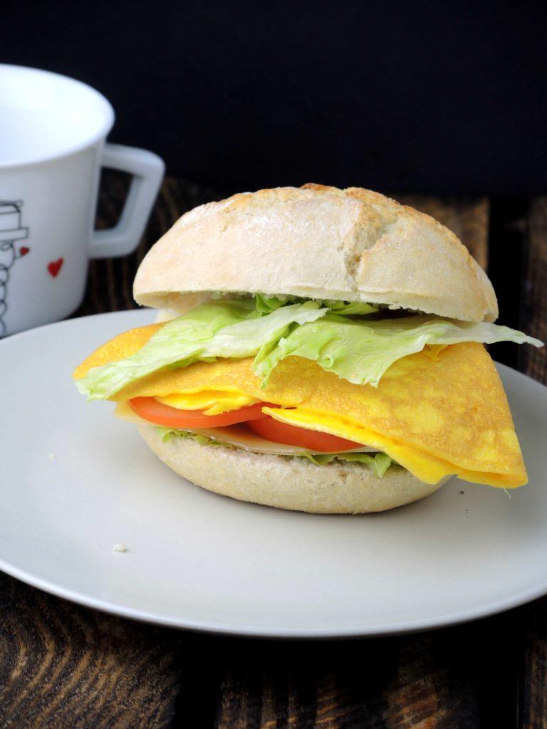 kanapka-z-omlecikiem
