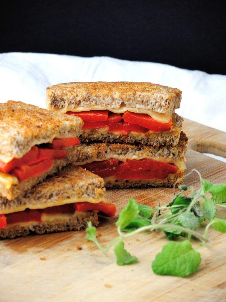tosty-z-pieczona-papryka