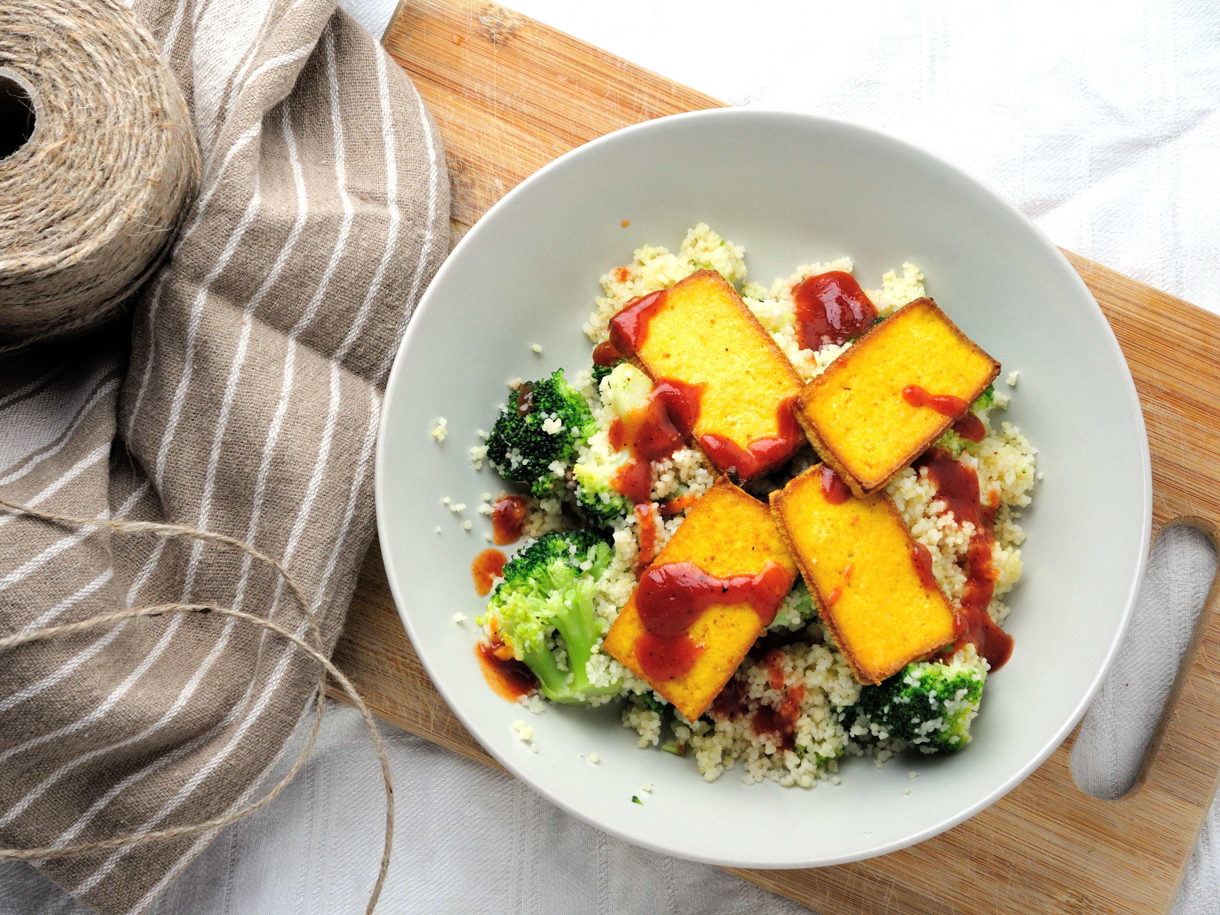 Kuskus z Tofu i Sosem BBQ