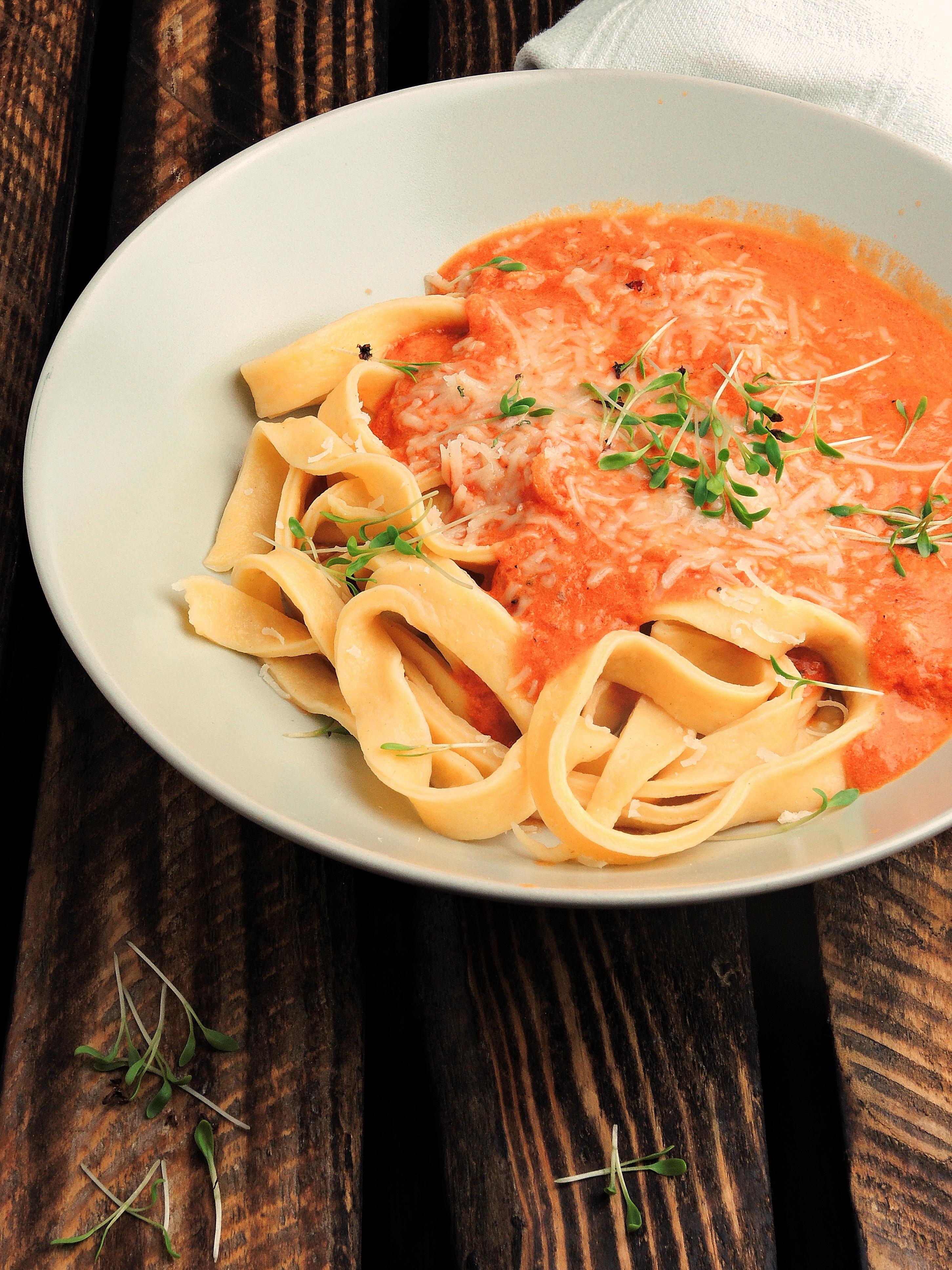 Domowe Tagliatelle Pomidoro