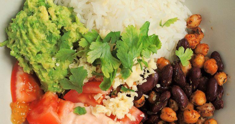Ryżowe taco bowls z guacamole