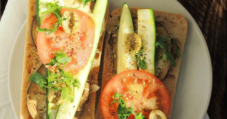 Wegańska kanapka z grilla