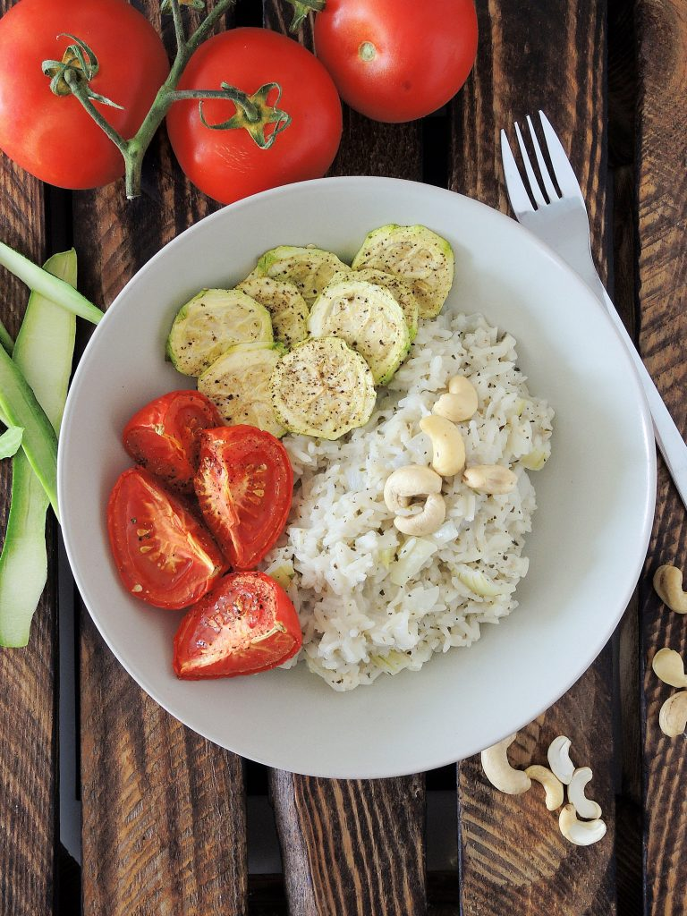 Kremowe risotto z pieczoną cukinią i pomidorami