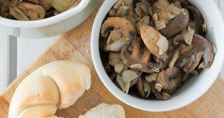 Kremowe grzyby z czosnkiem i tymiankiem