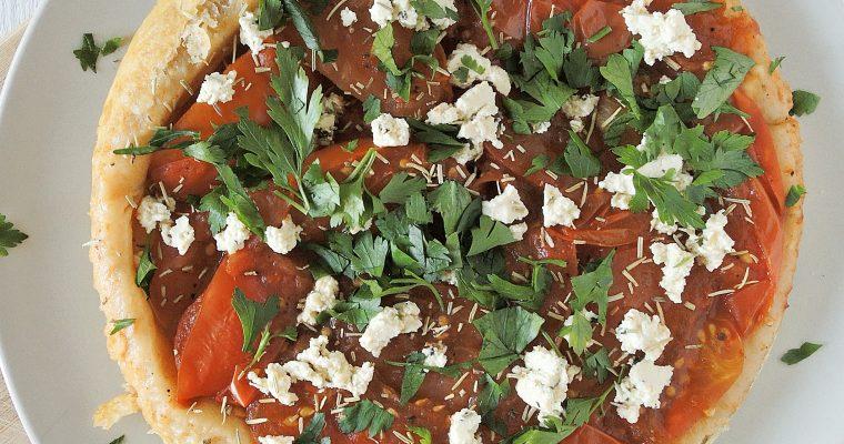 Sezon na pomidora! – Wegańska tarta tatin z pomidorami i tofu