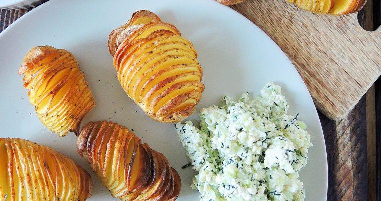 Sycące i tanie – Ziemniaki Hasselback z wegańskimi dipami w dwóch wersjach
