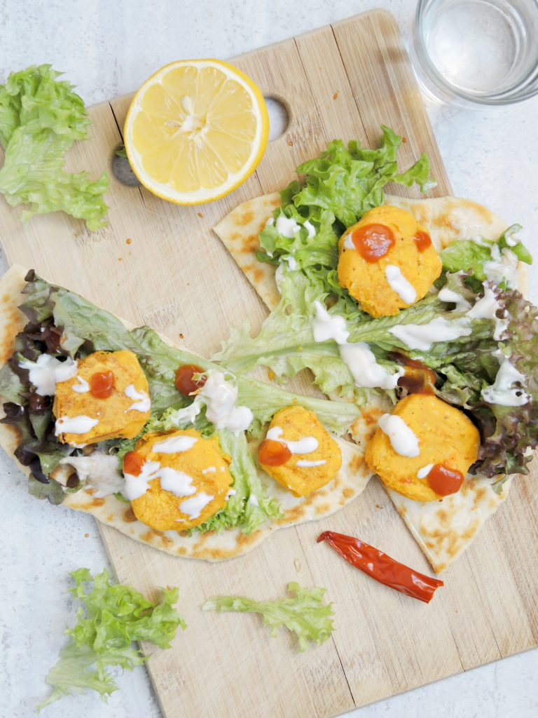 Sezamowe Falafele z Chlebkami Naan