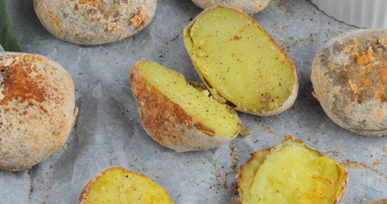 Ziemniaki z chrupiącą skórką i sosem majonezowo-czosnkowym