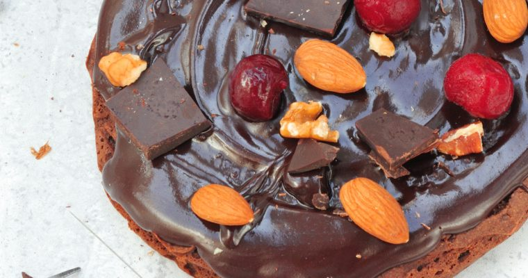Kawowe podwójnie czekoladowe ciasto z orzechami włoskimi