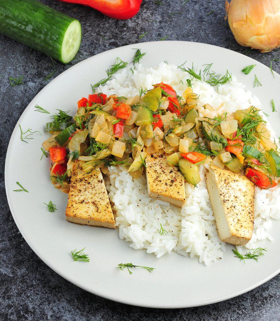 Filety z tofu w kremowym sosie z ogórkiem