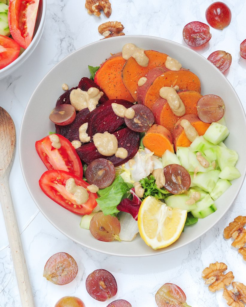 Warzywa z lekkim dressingiem z orzechów włoskich