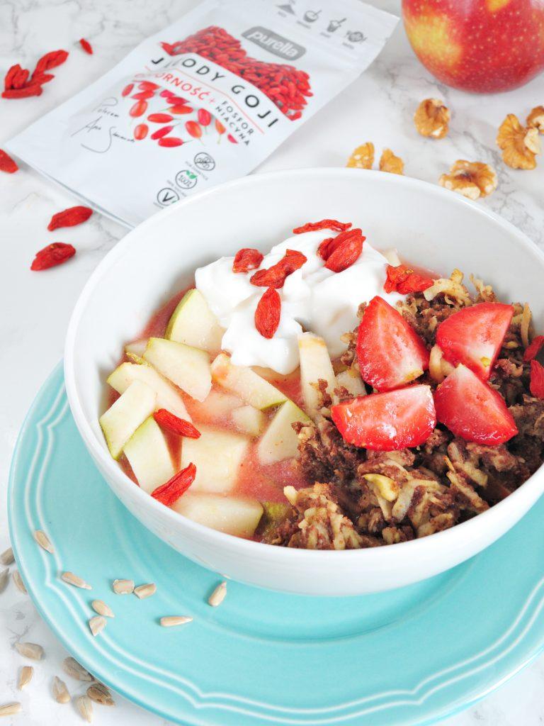 Śniadaniowy bowl z jagodami goji