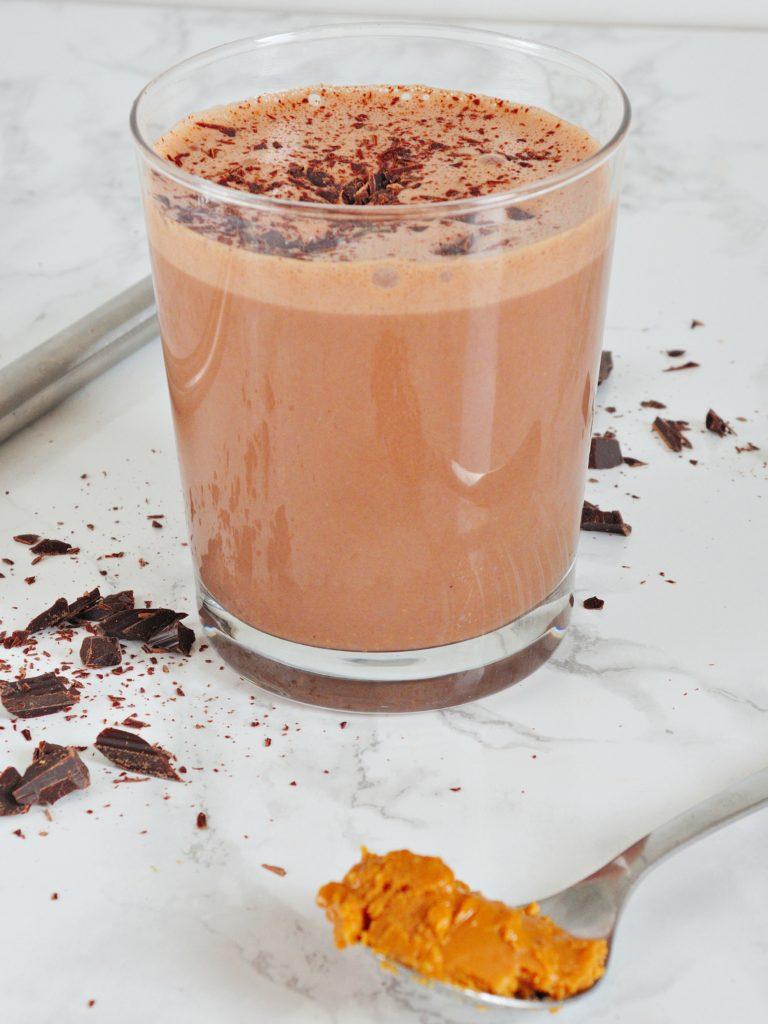 Czekoladowe białkowo-tłuszczowe smoothie