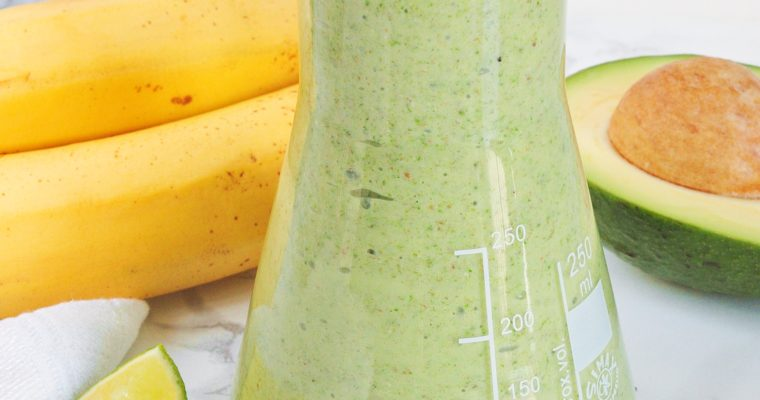 Kremowe bananowe smoothie z awokado