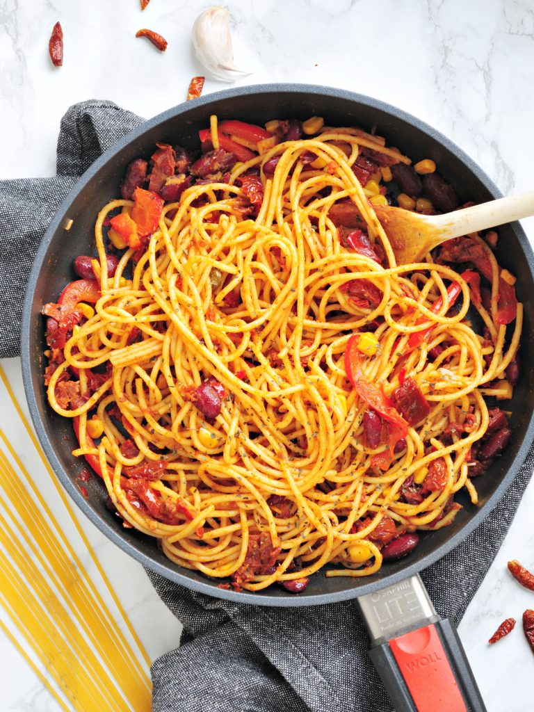 Wegańskie spaghetti meksykańskie z patelni