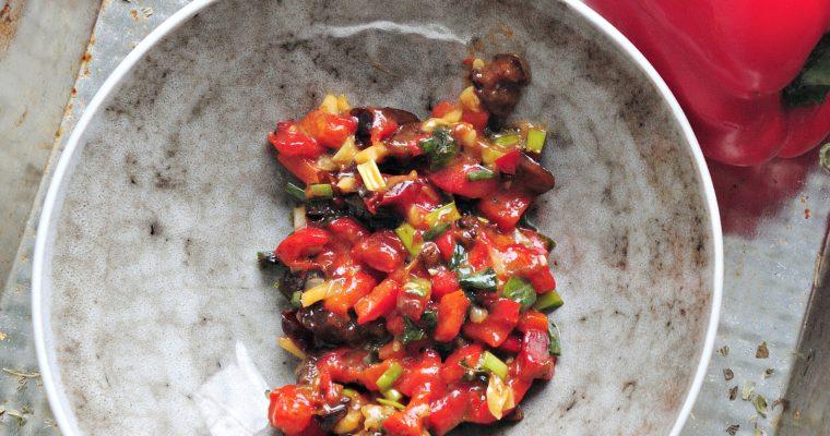 Salsa z skarmelizowanej papryki, śliwkami i chili