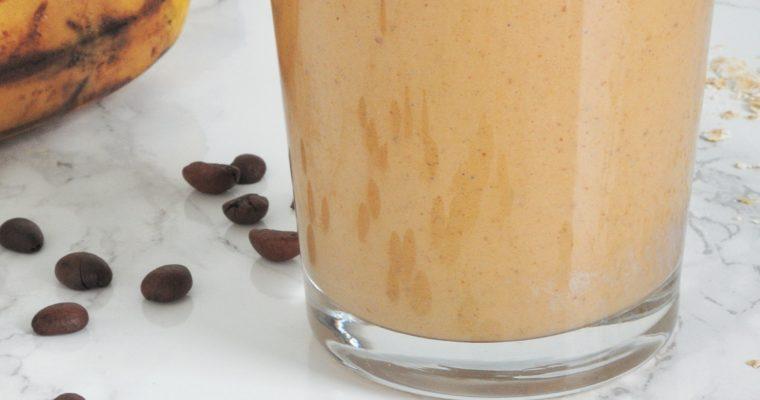Kawowo-orzechowe smoothie z korzeniem maca