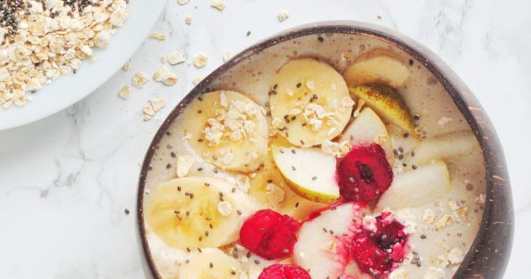 Gruszkowe smoothie bowl