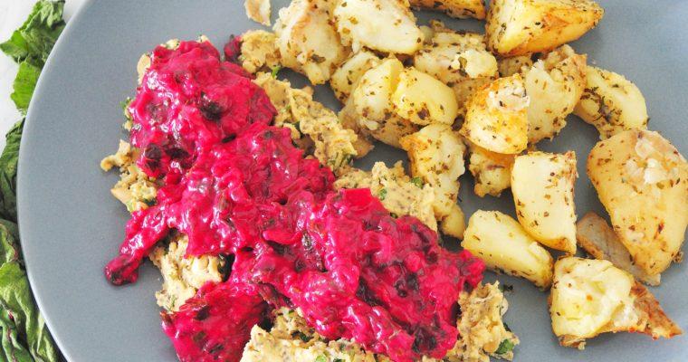 Hummus z sosem botwinkowym i pieczonymi ziemniaczkami
