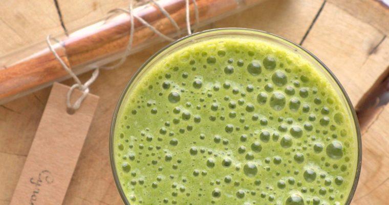 Zielone cynamonowo-jabłkowe smoothie
