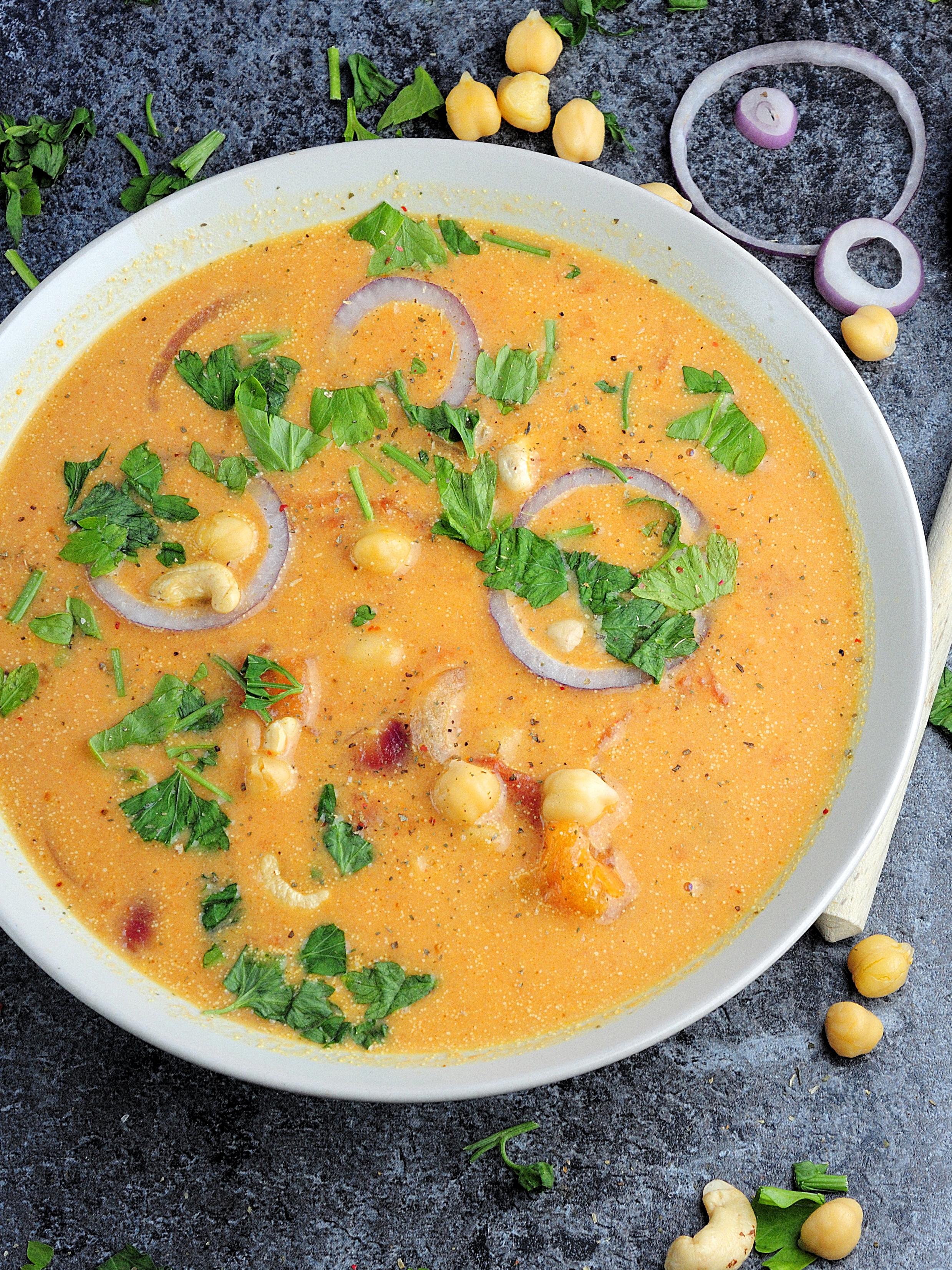 Szybka zupa curry z ciecierzycą