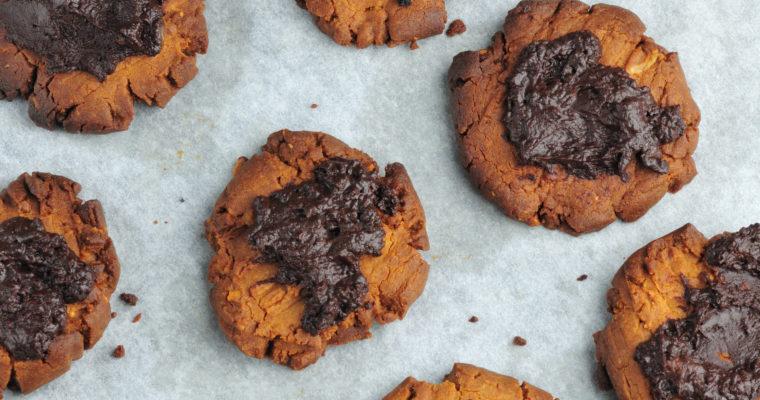 Wegańskie ciasteczka orzechowe z gorzką czekoladą
