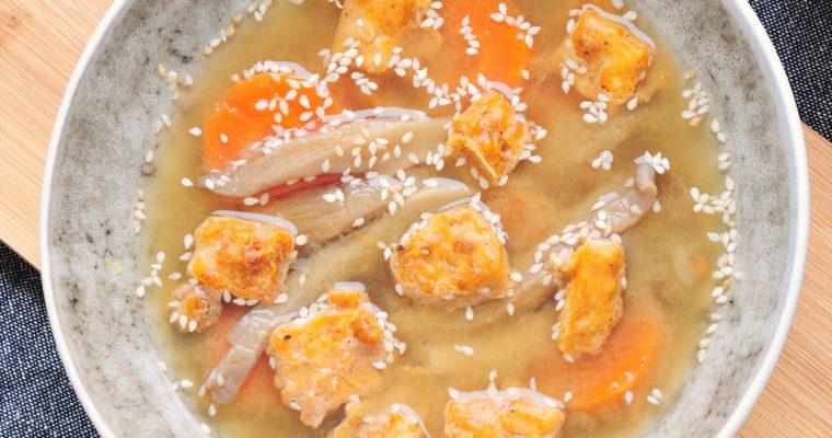 Zupa miso z panierowanym tofu