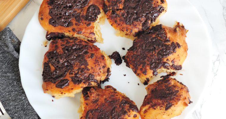 Wegańskie czekoladowo-orzechowe ciasto drożdżowe