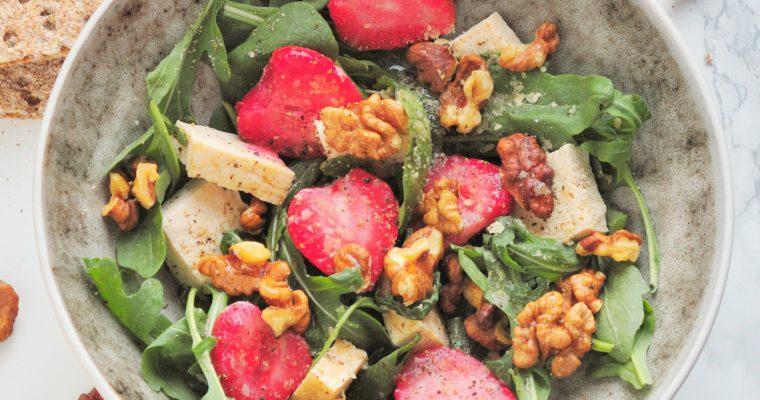 Sałatka z truskawkami i tofu