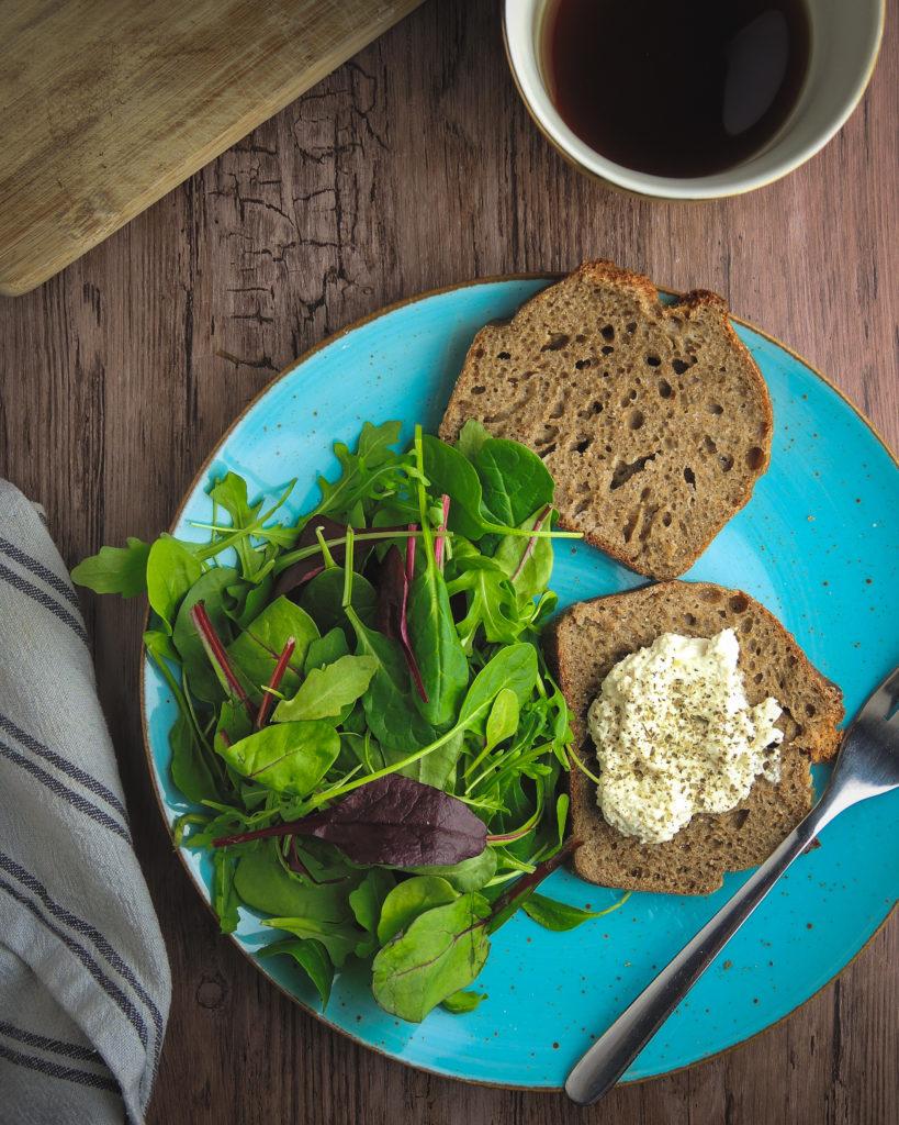 chleb pełnoziarnisty z foremki